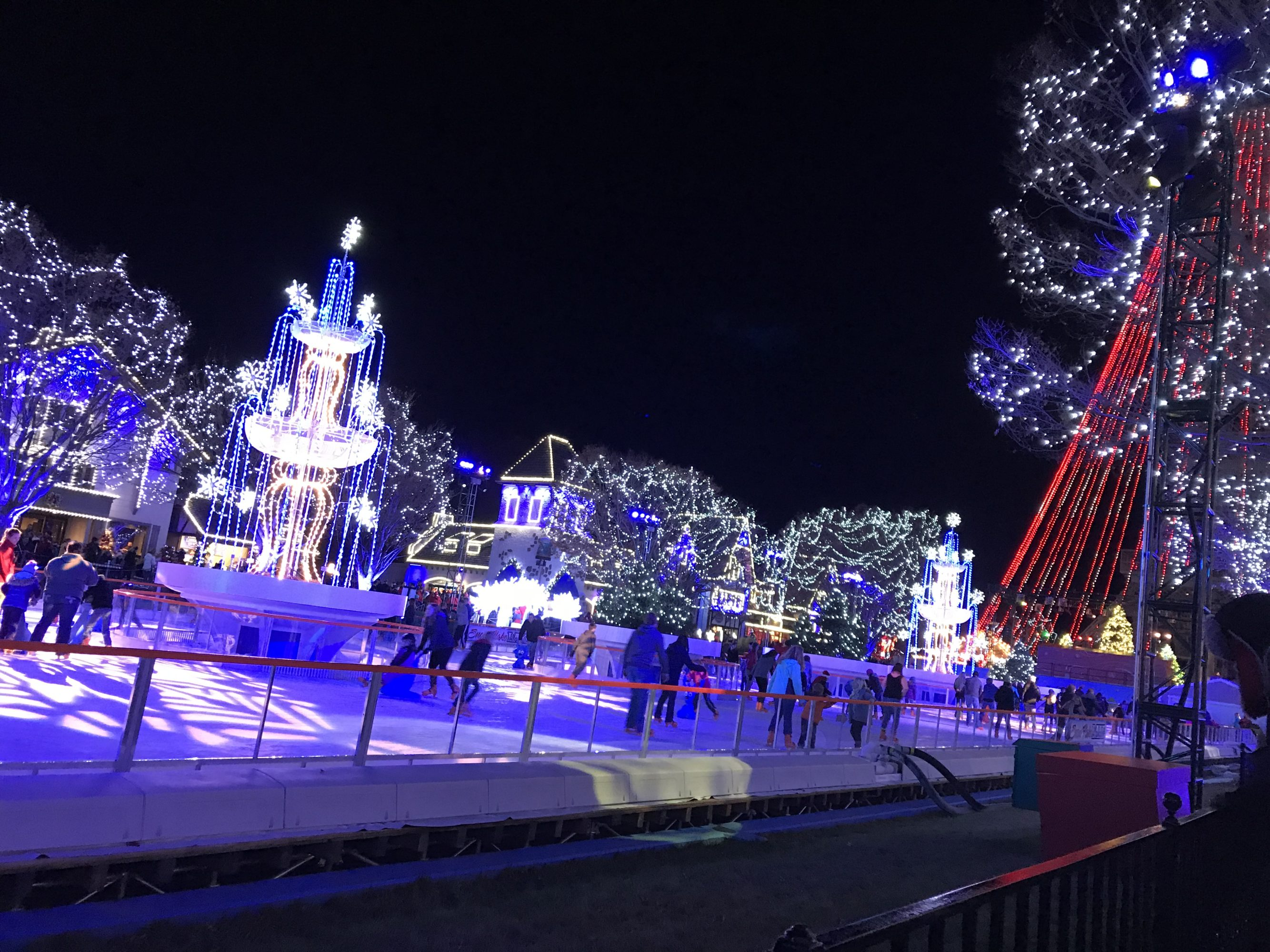 Holiday Series #4: Winter Fun at Kings Island\'s Winterfest